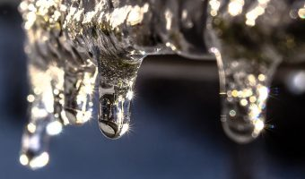 Thawing frozen water pipes and drains in cold weather